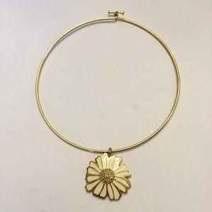 Vintage gold tone flower necklace